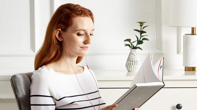 Wired headphones earbud